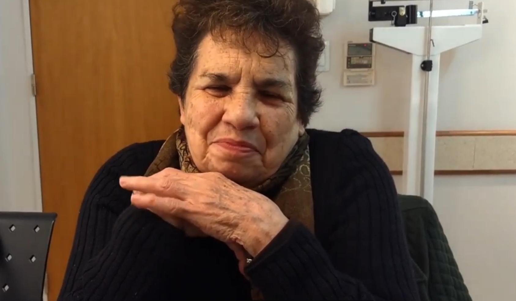 Carmen, paciente de la tercera eddad en el consultorio médico