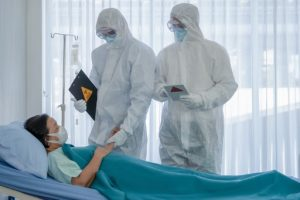 El peligro es que los asintomáticos no solo pueden transmitir el virus sin saberlo, también pueden llegar al hospital cuando es demasiado tarde.